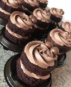Chocolatec Chocolate Treats, Chocolate Cake, Fun Cupcakes, Cupcake Cakes, Bakery Kitchen, Sweet Bar, Minis, Mini Cakes, Cake Cookies
