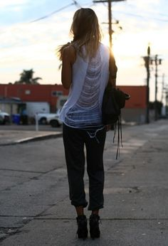 ::: OutsaPop Trashion ::: DIY fashion by Outi Pyy :::: Shredded tee tutorial by Camile Shredded Shirt, T Shirt Reconstruction, Diy Fashion, Fashion Outfits, Shirt Refashion, Diy Shirt, Old T Shirts, Fashion Project, Diy Clothing