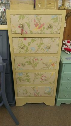 Upcycled chest of drawers with Laura Ashley Summer Palace wallpaper Upcycled Furniture, Kids Furniture, Painted Furniture, Painted Chest, Summer Palace, Annie Sloan Chalk Paint, Cottage Ideas, Inspiring Art, Laura Ashley