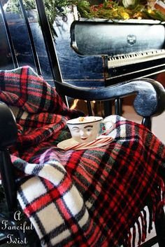 tartan blankets I skótkockás plédek Scottish Plaid, Scottish Tartans, Tartan Christmas, Christmas Colors, Tartan Kilt, Tartan Throws, Tartan Decor, Tweed Run, Plaid Scarf