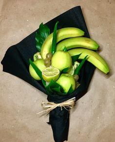 Ikebana Arrangements, Edible Arrangements, Food Bouquet, Candy Bouquet, Fruit And Veg, Fruits And Vegetables, Fruit Presentation, Vegetable Bouquet, Strawberry Flower
