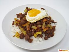 An Asian dish originating from Macao consisting of a ground meat and potato hash served over rice and topped with a fried egg. African Peanut Stew, Canning Whole Tomatoes, Salt Pork, Frozen Green Beans, Turkey Soup, Potato Hash, Corn Chowder, Cooking Turkey, Ground Meat