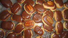 Biscoito amanteigado com chocolate.