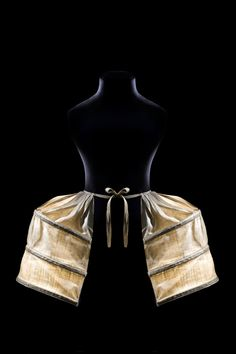 Double-pocket pannier, 1775-80. Museum of Decorative Arts in The Louvre.