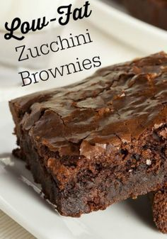 Low Fat Zucchini Brownies Very moist low fat chocolate brownie alternative, for weight watchers, only 2 ww points per serving servings). No oil or egg used. Skinny Recipes, Ww Recipes, Brownie Recipes, Dessert Recipes, Cooking Recipes, Banana Recipes, Frosting Recipes, Recipies, Dessert Weight Watchers