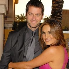Beautiful picture of Mariska Hargitay and her husband Peter Hermann Halle Berry Bikini, True Love Couples, Peter Hermann, Tv Show Music, Olivia Benson, Judi Dench, Great Smiles, Diane Keaton, Mariska Hargitay