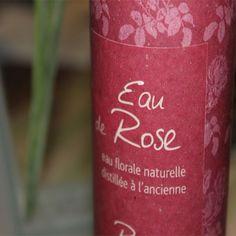 L'eau de rose est un merveilleux produit, ses principes olfactifs ont un effet harmonisant sur le mental. Elle convient à toutes les peaux. Elle tonifie, rafraîchit et apaise la peau. Astringente, elle nettoie la peau en douceur.  En Cuisine, L'eau de roses introduira une note orientale dans votre cuisine, en parfumant délicatement crèmes, sauces, thé, café et d'autres accords que vous pouvez créer vous même.