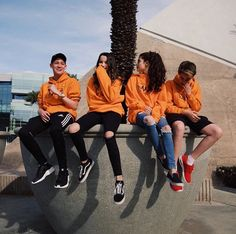 'Orange fam be like 'Keaton you're messing up our vibe but take a picture' 😂' Mer ———— 'Testing out my new photography skills' Keaton Friend Group Pictures, Best Friend Photos, Best Friend Goals, Best Friend Couples, Boy And Girl Best Friends, Cute Friends, Bff, Besties, Annie Leblanc Outfits