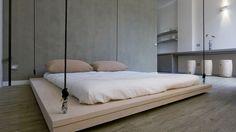 Zo hang je een bed aan touwen zonder het plafond mee te nemen