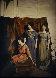 Women in Early Color Photography: 41 Stunning Pictures of Edwardian Beauties From Between the and ~ vintage everyday Edwardian Clothing, Edwardian Fashion, Edwardian Era, Victorian, Fashion Vintage, Vintage Beauty, Art Nouveau, Belle Epoque, Vintage Photographs