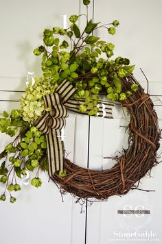 Just have a look at these 25 DIY summer wreath ideas that are all great and would definitely go outstanding on your front door! These superb handmade DIY wreaths would be a big fun to make and will no cost your big! Fun Crafts To Do, Summer Crafts, Diy Wreath, Grapevine Wreath, Wreath Ideas, Initial Wreath, Craft Night, Crafty Craft, Crafting