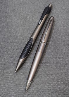 Titanium Style Set – ALESSI PENS 'Ares' AP103 gel roller pen & PILOT Cocoon HCO-150R-TI mechanical pencil 0.5mm Men Office, Antique Typewriter, Pens And Pencils, Mechanical Pencils, Writing Instruments, Penne, Fountain Pens, Product Design, Planners