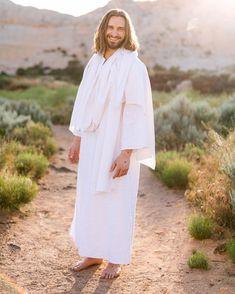 Lds Jesus Christ Pictures, Jesus Christ Lds, Jesus Is Risen, Jesus Pictures, Jesus Loves Me, Savior, Kneeling In Prayer, Jesus Is Alive, Baby Jesus
