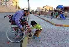 Faith In Humanity Restored – 15 Pics Helping Hands, Helping Others, What Are Sins, Superstar, Online Quran, Faith In Humanity Restored, Good Deeds, Change The World, Good People