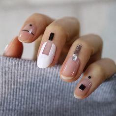 Graphic nail.