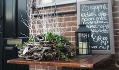 Restaurant Eus is gelegen aan de Stationsweg in het pittoreske dorp Oostvoorne.  Eus heeft een uitgebreide lunch- en dinerkaart met moderne gerechten gebaseerd op de Europese keuken.  Bij mooi weer zit u op het gezellige terras en geniet u van de lekkerste gerechten en drankjes in een sfeervolle omgeving.
