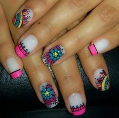 Blue is an elegant and always fashionable color: manicure enthusiasts cannot leave it aside for the next season! What are the most beautiful blue nail art? Lcn Nails, Mandala Nails, Floral Nail Art, Nail Art Videos, Nail Art Hacks, Stylish Nails, Cool Nail Art, Simple Nails, Manicure And Pedicure