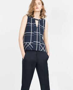Discover the new ZARA collection online. The latest trends for Woman, Man, Kids and next season's ad campaigns. New Outfits, Cool Outfits, Casual Outfits, Zara Tops, Gamine Style, Zara New, Leopard Print Top, Striped Crop Top, Zara Women