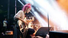Jenny Lee Lindberg Rickenbacker bass, pink hair
