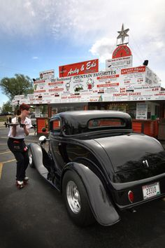 Go to Ardy and Ed's old-fashioned drive-in for burgers and fries. It is an authentic drive-in restaurant that has been around since the 1950s in Oshkosh, #Wisconsin