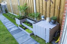 creative-garden-couch-closet-planters-project-ideas