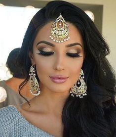 32 Ideas pakistani bridal makeup make up indian beauty Pakistani Bridal Makeup, Indian Wedding Makeup, Asian Bridal Makeup, Bridal Makeup Looks, Bridal Hair And Makeup, Hair Makeup, Bridal Nails, Indian Party Makeup, Indian Wedding Hairstyles
