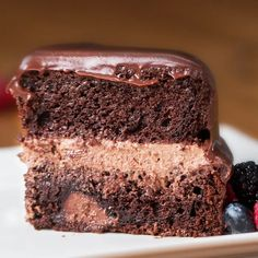 This is the cake I am going to have! Chocolate Ganache, its SO GOOD! The chocolate icing is very glossy and pretty! Food Cakes, Cupcake Cakes, Cupcakes, Fudge Recipes, Cake Recipes, Dessert Recipes, Chocolate Ganache Cake, Chocolate Desserts, Chocolate Cream