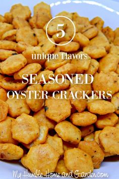 You have probably had ranch and dill oyster crackers but have you noticed all the other flavors of seasoned oyster crackers? These cracker recipes are so similar and yet changing up the flavors makes them so different! Click through for the recipes! Seasoned Oyster Crackers, Spicy Crackers, Ranch Oyster Crackers, Dill Crackers Recipe, Oyster Cracker Snack, Roast Recipes, Snack Recipes, Cod Recipes, Broccoli Recipes