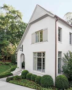 Find a beautiful photo gallery of inspiring traditional style homes where white plays a starring role and also find ideas for white exterior paint colors. White Exterior Paint, White Exterior Houses, Exterior Paint Colors For House, Cottage Exterior, White Houses, Exterior Homes, White House Exteriors, House Paint Colors, Exterior Design