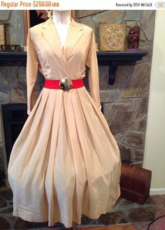 1940s Stoll California WW11Tan Full circle by ANGELSHOLMESBOUTIQUE #teamlove #vintage #fashion