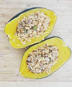 """Stuffed 'Table King' acorn squash. #botanicalinterests #wintersquash #homegrown"" - radicle.botanical (Instagram)"