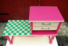 Retro szafka. Vintage. Krata, róż. Renowacja mebli. Design.