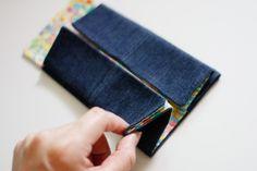 얼마전 청바지리폼으로 선보였던 다리미커버도 많은분들께서 좋게 봐주셨었지요.청바지는 거듭 말씀드리지... Diy And Crafts, Crafts For Kids, Coin Purse, Quilts, Purses, Sewing, How To Make, Handmade, Bags