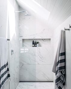 tile shower ideas for small bathrooms – Installing accent tiles in the walk-in s… – Marble Bathroom Dreams Large Tile Bathroom, Large Bathrooms, Bathroom Floor Tiles, Bathroom Renos, Bathroom Renovations, Bathroom Storage, Marbel Bathroom, Small Tiles, Bathroom Ideas