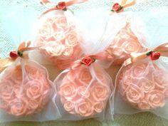 Sabonetes Rosa de Provence embalados em saquinho de organza.  Deliciosos aromas a sua escolha.  Medida: 7 cm