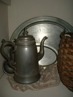 Rufus Dunham Pewter Coffee Pot / Dunham was a Maine pewter maker from 1837 to Primitive Bathrooms, Pottery Plates, Iron Decor, Antique Pewter, Copper Metal, Shabby Vintage, Precious Metals, Tea Pots, Tin