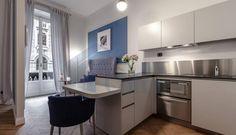 """L'appartamento Camus ( può ospitare fino a 2 Persone) si trova al primo piano di uno stabile signorile, vicino a Piazza Repubblica e alla Stazione Centrale, a pochi metri dalla fermata metropolitana di """"Repubblica"""" sulla linea gialla M3."""