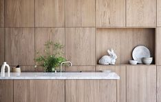 We just fell in love with a new kitchen collection Selected Oak by Swedish brand Ballingslöv. The designers have found the perfect combination of gorgeous ✌Pufikhomes - source of home inspiration Wooden Kitchen Cabinets, Kitchen Cabinet Colors, Kitchen Furniture, Kitchen Interior, Modern Cabinets, Beddinge, Kitchen Post, Decoration Inspiration, Scandinavian Kitchen