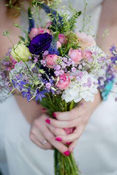 Brautstrauß, lila, pink, american style, wedding bouquet, wedding flowers - photo by Rebecca Conte