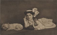 Serpentina (1908-?) The Serpent Lady Serpentina was born with no bones in her body besides her skull and a few in her arms. (picture postcard)