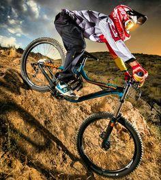 Jika agan punya sahabat yang hobi banget sama sepeda jangan lupa tag ke dia yah...   ------------------------- #sepeda #sepedagunung #sepedaindonesia #sepedacadas #gowes #mtbindonesia #mtb