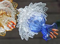 Mike Urban, Glass Flowers from The Cretaceous Garden. Glass Garden Flowers, Glass Plate Flowers, Glass Garden Art, Flower Plates, Garden Totems, Garden Sculpture, Broken Glass Art, Sea Glass Art, Stained Glass