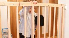 Cómo colocar una barrera de seguridad infantil en una escalera #seguridad #infantil