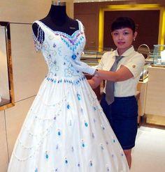 Con cerca de 10.000 gemas proporcionadas por un diseñador de Hong Kong,
