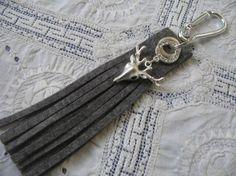 Schlüsselanhänger Alpstyle * Filz mit Hischkopf * Hirsch versilbert * Karabiner