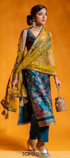 Silk Kurti Designs, Kurta Designs Women, Kurti Designs Party Wear, Kurti Back Designs, Indian Fashion Dresses, Indian Gowns Dresses, Dress Indian Style, Party Wear Indian Dresses, Stylish Dress Designs