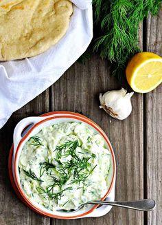 Tzatziki (pronounced zat-zee-key) is a classic greek garlic-yogurt sauce ma Easy Vegetarian Lunch, Healthy Dinner Recipes, Real Food Recipes, Healthy Snacks, Greek Recipes, Dip Recipes, Yummy Food, Tzatziki Recipes, Tzatziki Sauce