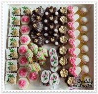 Svatební cukroví :: Dortíky od Lucíka Good Mood, Christmas Wreaths, Holiday Decor, Advent, Food, Christmas Swags, Meal, Holiday Burlap Wreath, Eten
