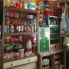 女性で、4LDKのレトロ/お気に入り♡/レトロ食器棚/部屋が暗い/レトロポップ/昭和レトロ…などについてのインテリア実例を紹介。(この写真は 2016-07-01 09:44:48 に共有されました) Interior Exterior, Interior Design, Jet Set Radio, French Style Homes, Japanese Interior, Wabi Sabi, Vintage Japanese, Room Decor Bedroom, My Room