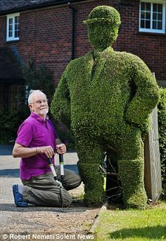 Horse rider topiary by David Edwards, Isle of Wight  WOW!!!!!  David come to my house please!